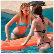 Bikini catfight in the pool – Renee vs Blanca