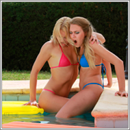 Bikini catfight in swimming pool – Laura vs Blanca
