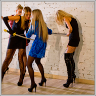 2-on-2 sword fighting – Elena, Laura vs Jillian, Amelie